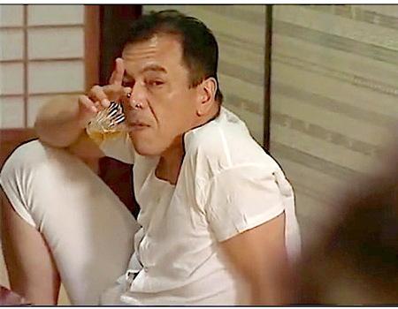 【ヘンリー塚本】昼間から泥酔!しかもセックスの途中で寝るダメ夫!大沢萌