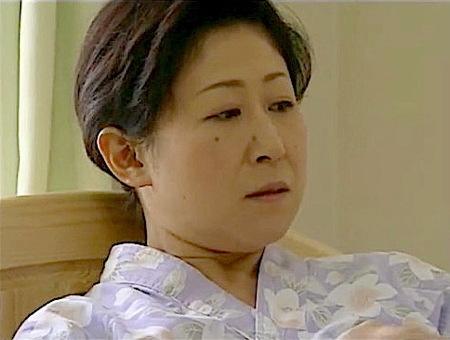 【ヘンリー塚本】変態ヘルパー!オムツを替えられるのが大好きなお婆さん!美里流季