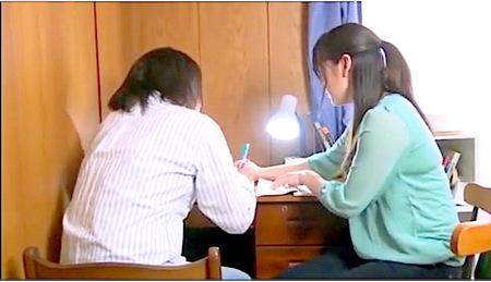 【ヘンリー塚本】家庭教師の先生!女子大生は便所でオナニーしていた!こずえまき