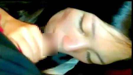 【個人撮影】某大学サークル!泥酔女子大生がおチンチンをフェラチオしてた!