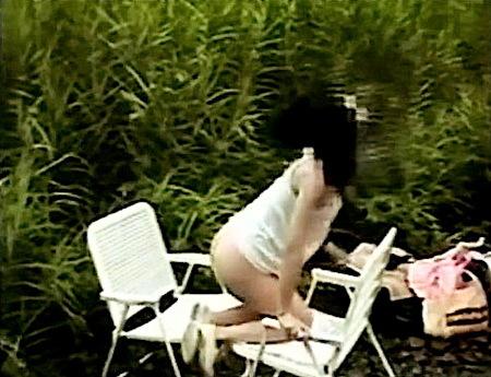【個人撮影】屋外で露出!変態奥さまと彼氏が山の中でエッチ!