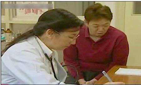 【ヘンリー塚本】五十路の女医!ケツの穴ばかり触るんです!椿美羚