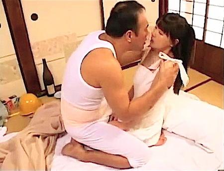 【ヘンリー塚本】キモ親父!可愛い美少女ロリータに唾液を飲ませて勃起!早乙女ルイ