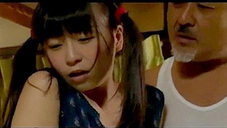 【ヘンリー塚本】性的いたずら!ドスケベカメラマンが可愛い美少女ロリータに手を出す!羽月希