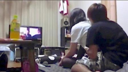 【個人撮影】生々しい日常!大学生カップル!テレビを見てからファック!