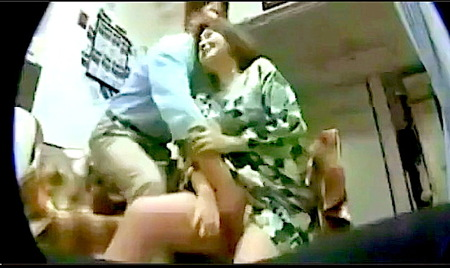 【個人撮影】五十路の素人!中年女がおっさんと浮気していたら隠し撮りされた!