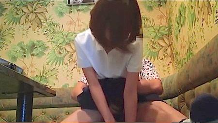 【jk】カラオケで馬乗りファック!可愛い美少女ロリータとナンパ男!