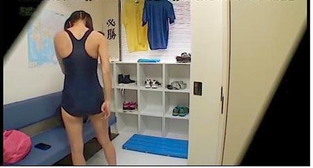 【jk】女子校ロッカールーム!スクール水着の水泳部員の着替え!