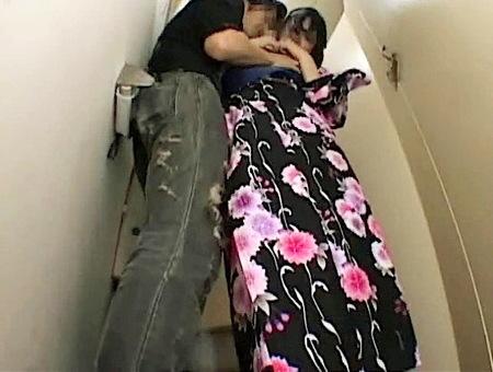 【個人撮影】お祭りの浴衣jk!可愛い美少女が公衆トイレで強姦レイプ!