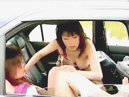 【ヘンリー塚本】ネコとタチ!レズビアン奥さまたちのカーセックス!