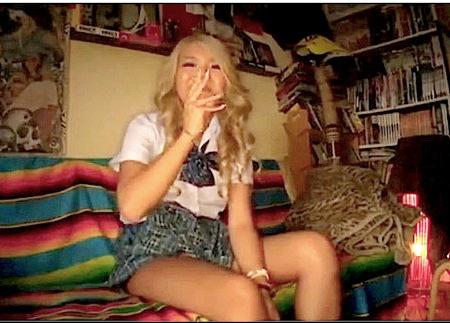 【長谷川夏樹】裏デリバリーヘルス!黒ギャルJKがタバコを吸いながらファック!