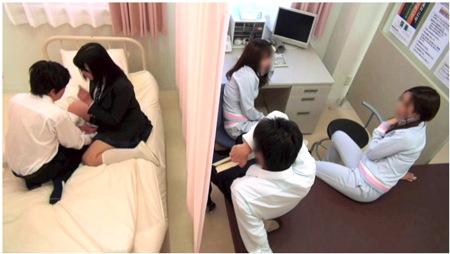 【jk】学校でバレないように!他人のいる保健室でエッチ!