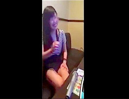 【個人撮影】カラオケ個室!本気で中出しを拒否する女とファック!