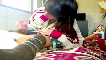 【個人撮影】リベンジポルノ!ジャージの可愛い美少女の手コキ!