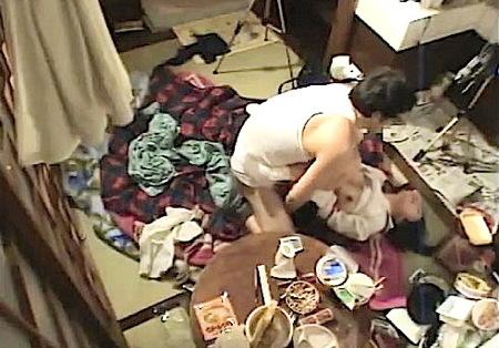【個人撮影】散らかった部屋!おっさんが可愛い美少女と援交でセックス!