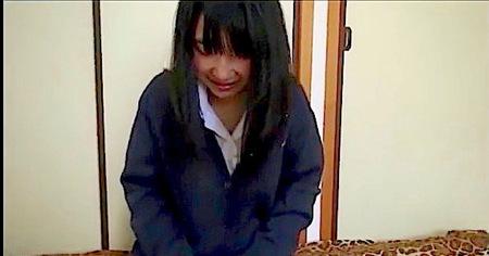 【個人撮影】未熟なJK!ヤリ部屋でおっさんのおチンチンを入れる!