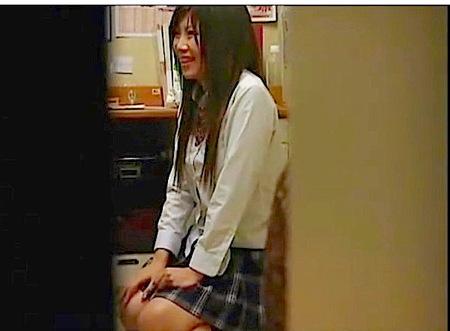 【万引き】逮捕されたのに態度の悪いロリ女子高生!強姦レイプ!