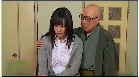 【ヘンリー塚本】30代の人妻!ドスケベな膣で義父を誘惑!
