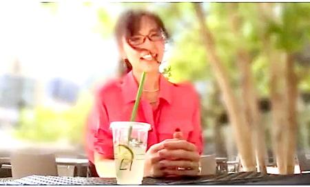 【人妻ナンパ】「オマ○コ気持ちいい」ドスケベ奥さまはメガネで淫乱!