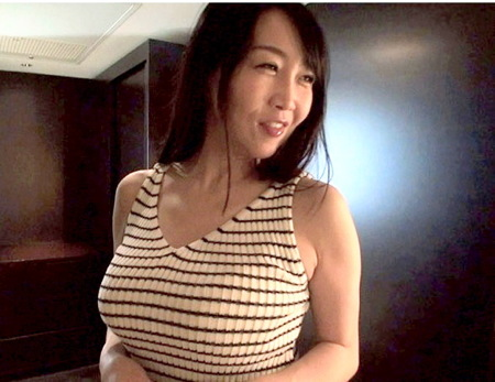 【人妻ナンパ】美人魔女みなこ43歳!青春をもう一度で初撮りAV!