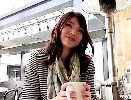 【人妻ナンパ】元読者モデル!見るからに美人な奥さまが初撮りAV!