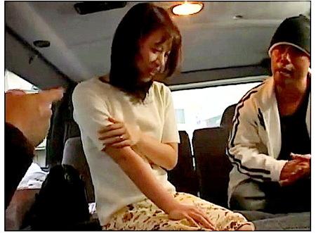 【人妻ナンパ】ドスケベ2人組!奥さまは2本のおチンチンを入れた!