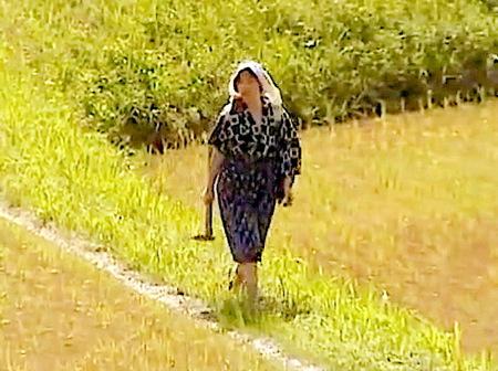 【ヘンリー塚本】亭主よりデカい竿の男とできた女房!農家の性生活!夏海エリカ