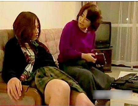 【ヘンリー塚本】お母さんがレズビアンに!娘を口説く!