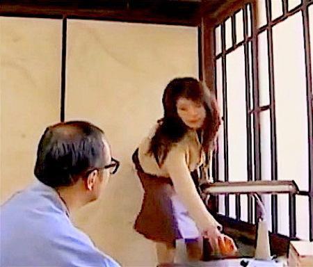 【ヘンリー塚本】中年男をその気にさせるおっぱい!義父と娘がエッチ!