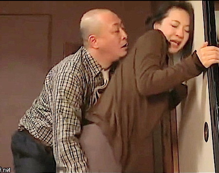 【ヘンリー塚本】四十路美熟女!強引な男のファックにオルガスムスに達する!大沢萌・結城みさ