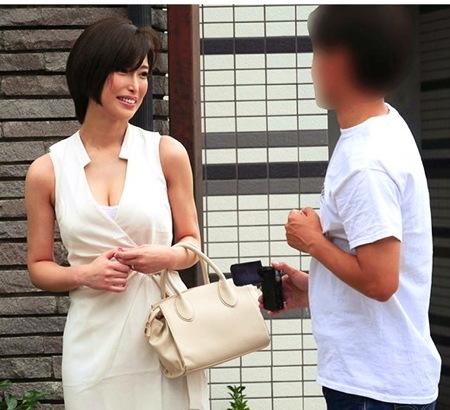 【人妻ナンパ】童貞くんの射精!デカパイの美人奥さまを捕獲して手伝わせる!