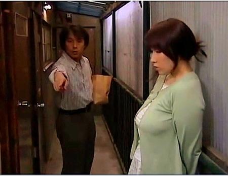 【ヘンリー塚本】女がいない淋しい男の話!デカパイ人妻が隣の部屋に来た!秋川りお
