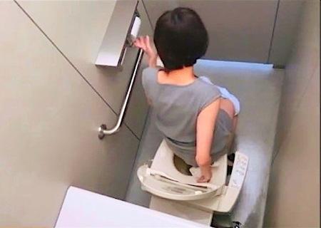 【おしっこ】女子トイレ!可愛い美人のおしっこを隠し撮り!