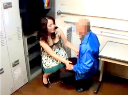 【万引き】万引き人妻!ドスケベな店長が強姦レイプ!