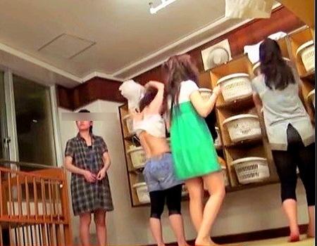 【風呂】女風呂脱衣所!可愛い女子大生たちの着替え!