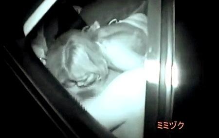 【カーセックス】女子大生のカップル!車で彼氏をフェラチオ!