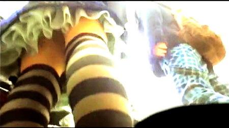 【パンチラ】コスプレの聖地、秋葉原の街頭でローアングル逆さ撮り!