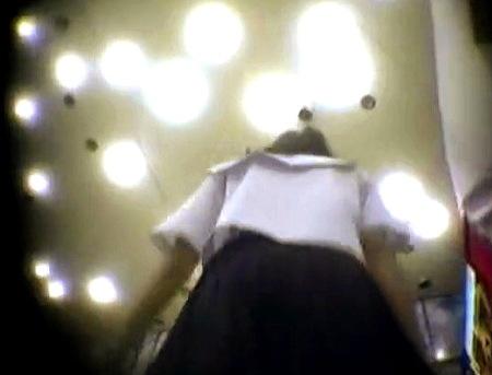 【パンチラ】女子高生!放課後にパンティを隠し撮りローアングル!