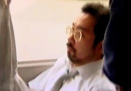 【ヘンリー塚本】29歳の歯科技工士!バスでおっさんに触らせる!