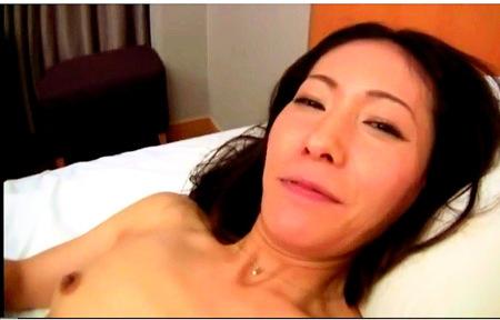 【人妻ナンパ】淫乱熟女!四十路の奥さまがナンパ師としてしまう!