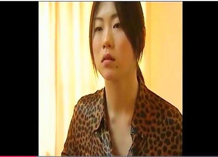 【ヘンリー塚本】盲目のデカパイお姉さんはドスケベでした!お母さんもオナニー!