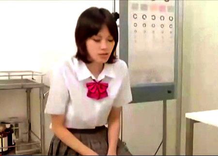 【病院】女子高生!診察に来たらオメコに指を入れられる!