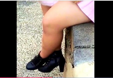 【パンチラ】脚フェチ!ムチムチしたミニスカートお姉さんの足を隠し撮り!