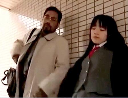 【ヘンリー塚本】ドスケベな女子校生!おっさんに援交を求められる!