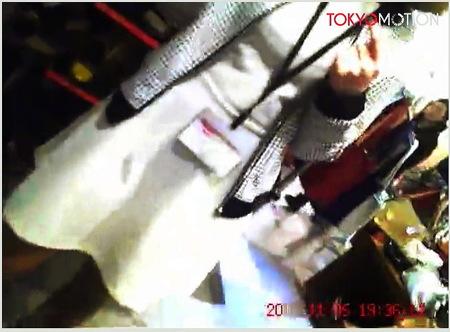 【パンチラ】ショップ店員!デパートで美人をパンティ盗撮!
