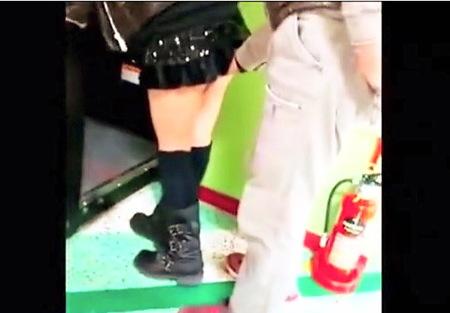 【個人撮影】ゲームセンターのプリクラ!バカップルがセックスしてた!
