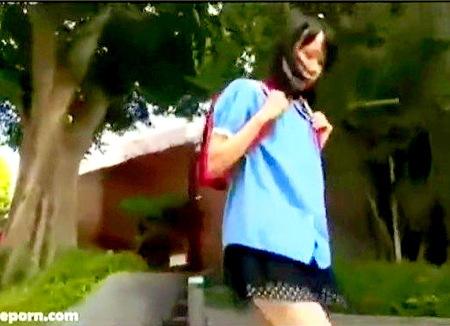 【個人撮影】ランドセルを背負ったロリ!変態が尾行して強姦レイプ!