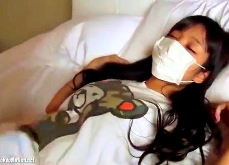 【個人撮影】ロリ女子校生!寝ているところを中出し!