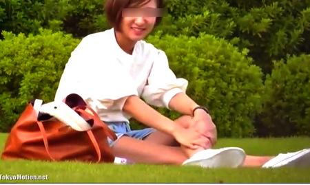 【個人撮影】公園の可愛い美少女!パンティを盗撮隠し撮り!