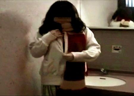 【個人撮影】公衆トイレ!素人の女子大生におチンチンフェラチオ!